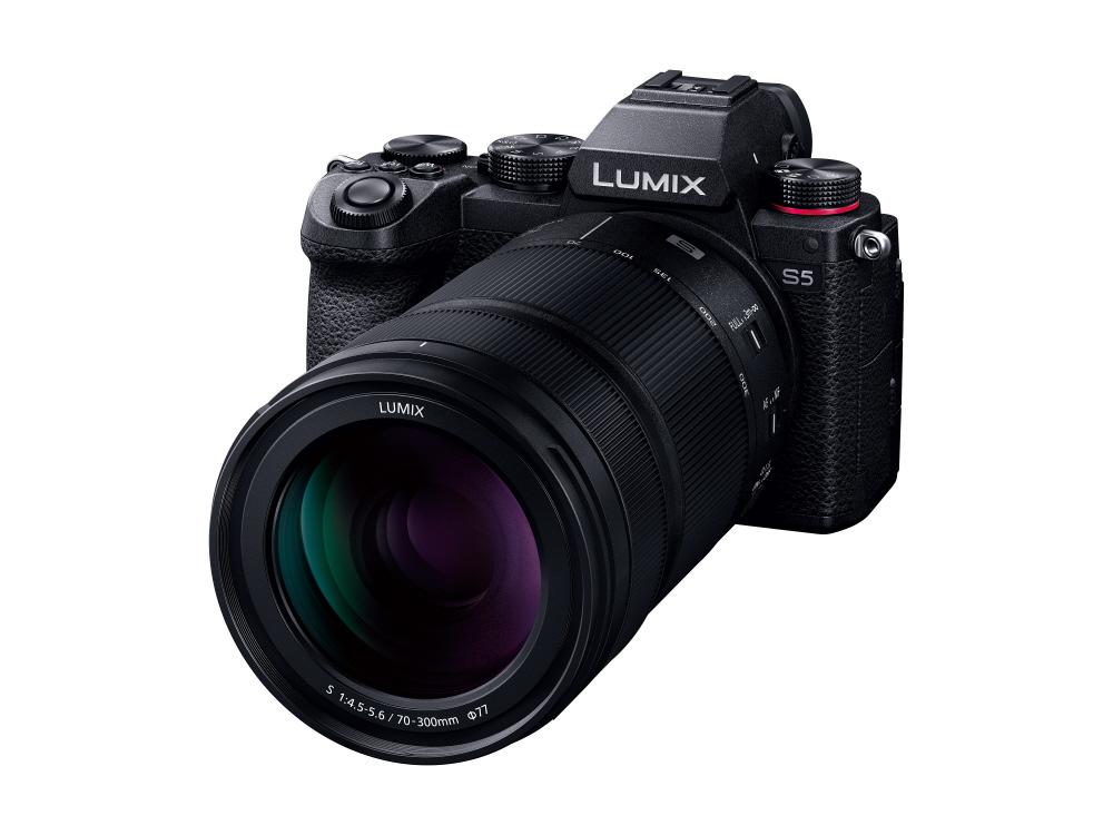 Panasonic Lumix S 70-300mm f/4.5-5.6 с камерой