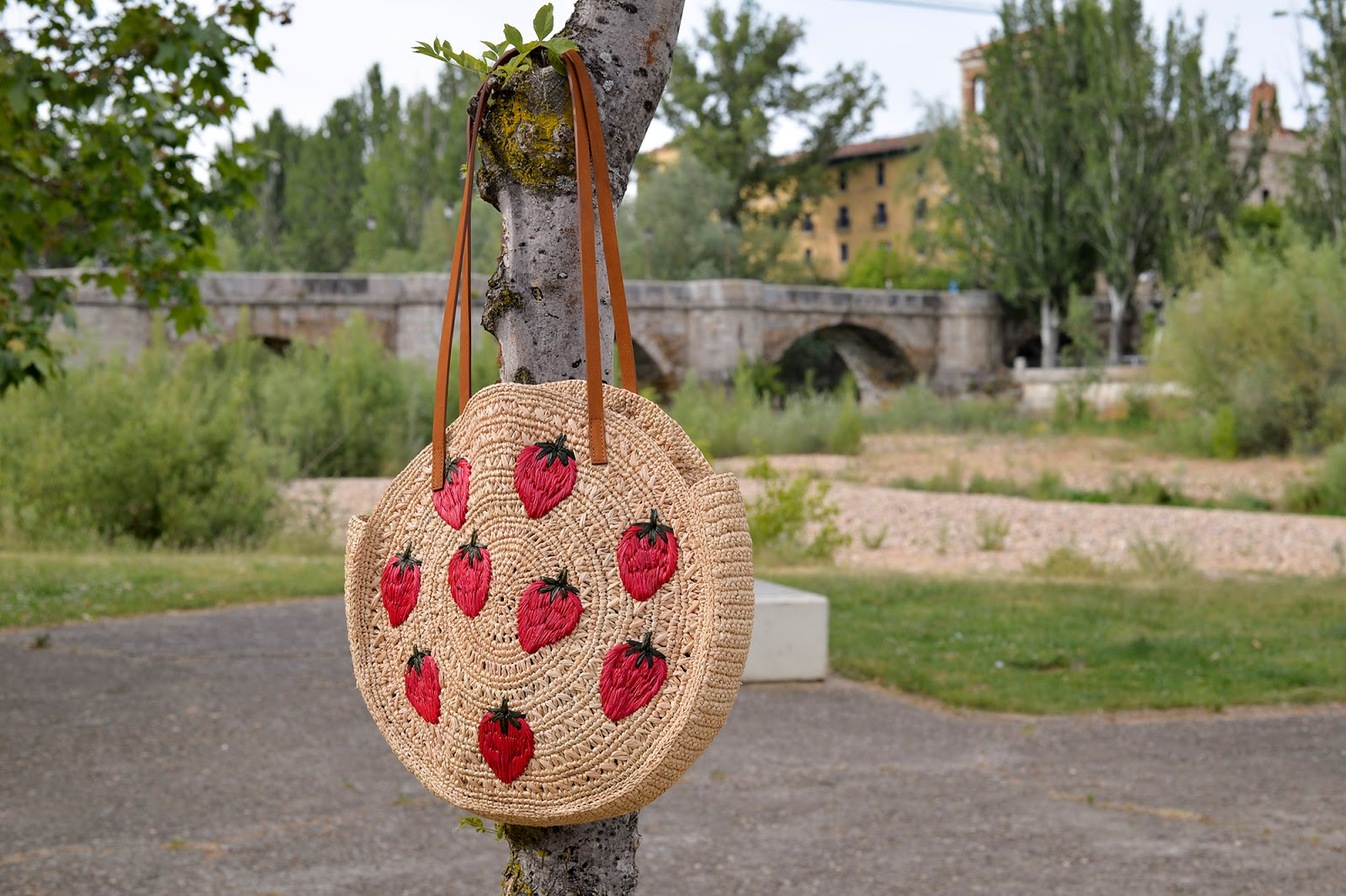 sezane basket straw raffia leather bag summer trend wicker purse tote strawberries
