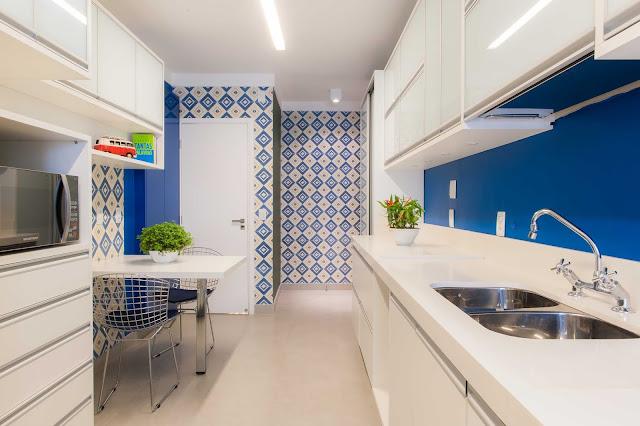 decoracao-cozinha-branca-mais-cor