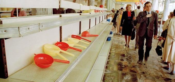 Пустые прилавки и очереди за продуктами