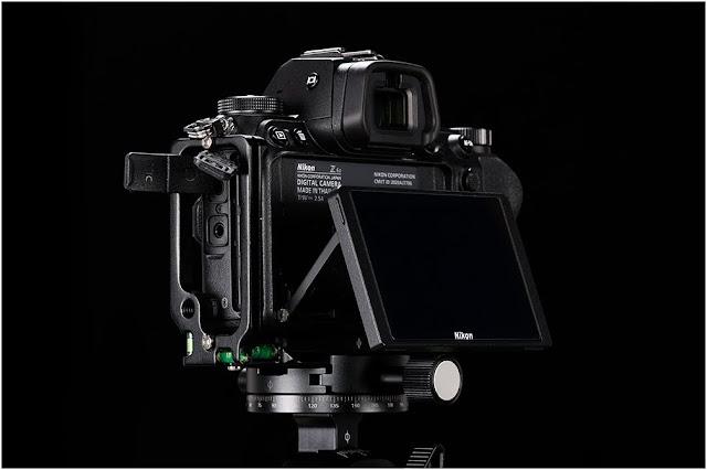Sunwayfoto PNLO-Z6II L Bracket on Nikon Z6II LCD /side detail