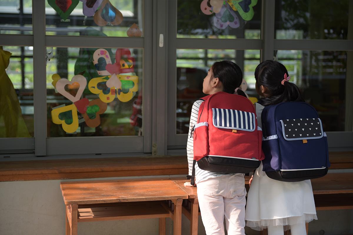 3.NIIZO_dj%25E7%2590%25A6%25E7%2590%25A6_wwwhostkikicom_NIZZOmodel.jpg-家有小學生,給孩子成長的禮物與祝福-護脊輕量書包