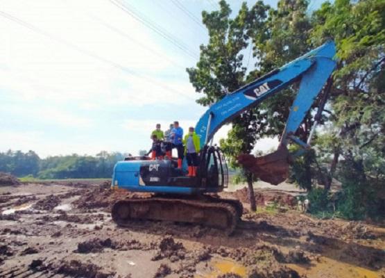 Walikota Jakarta Timur Pantau Pengerukan di Waduk Pondok Ranggon