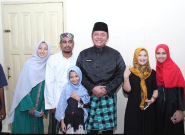 Ajak Cucu, Herman Deru Safari Jumat ke Masjid Nurul Jaddid
