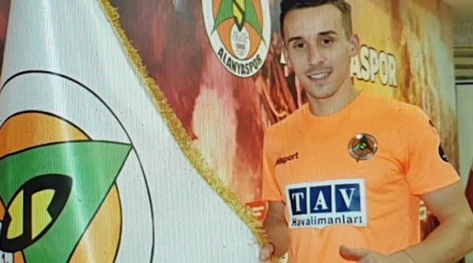 Alanyasporlu futbolcular kaza geçirdi! Josef Sural hayatını kaybetti.