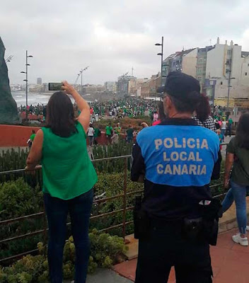 imagen de la cadena humana verde en Las Canteras