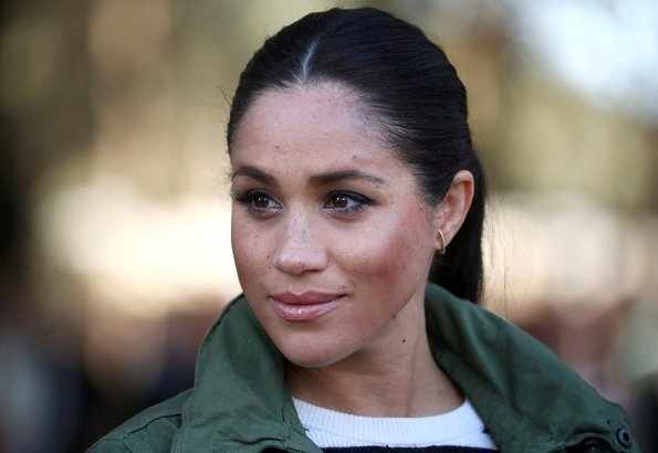Meghan Markle wore J.Crew field hillside green mechanic jacket, Ecksand tresses bar stud earrings