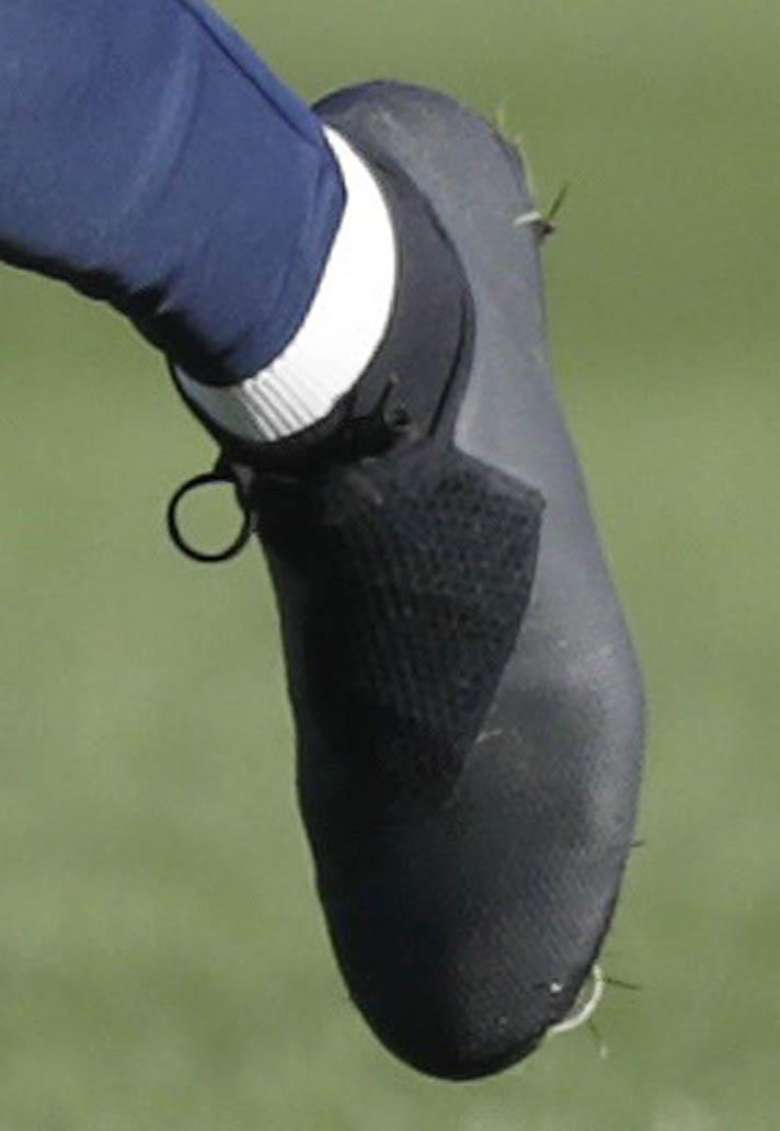 Kevin De Bruyne Shows Off All New Nike Phantom Vision