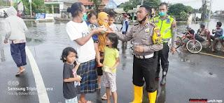 Komunitas Sepeda GAC Semarang-Solo Beri Bantuan Terdampak Banjir Lewat Satlantas Polrestabes Semarang