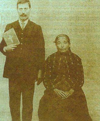 Ο Παντελής με τη μητέρα του.