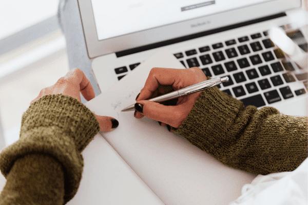 tips fokus menulis naskah satu tema