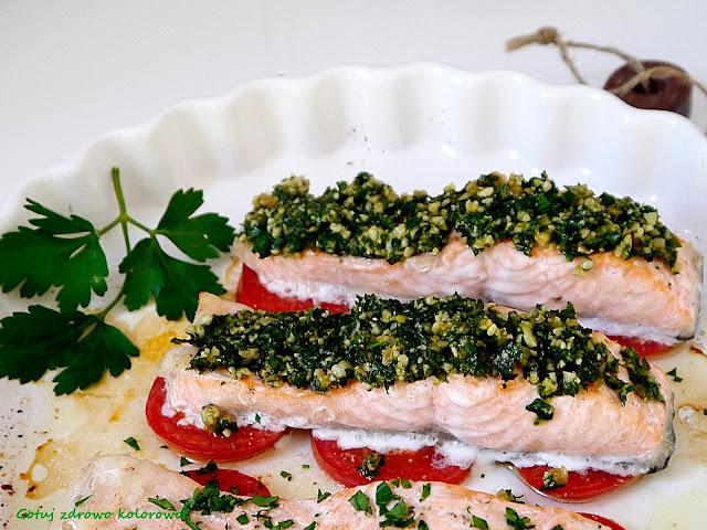 Dietetyczny łosoś z pietruszkowym pesto - Czytaj więcej »