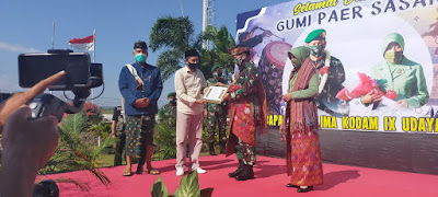 "Kunjungi Lombok, Pangdam IX/Udayana Dianugerahi Gelar ""Arya Patinglage Yudha Negare"""