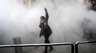 إيران تقطع الانترنت للتصدي للمظاهرات