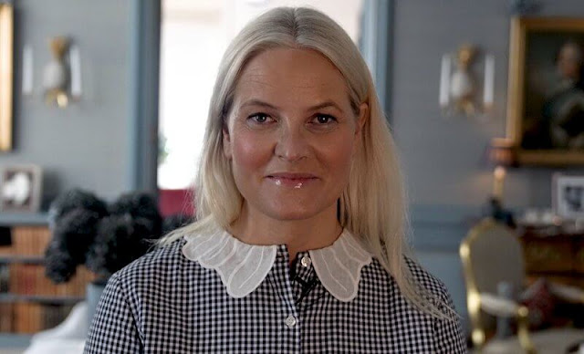 Mette Marit wore a firenze navy vichy lace collar shirt from Maria de la Orden