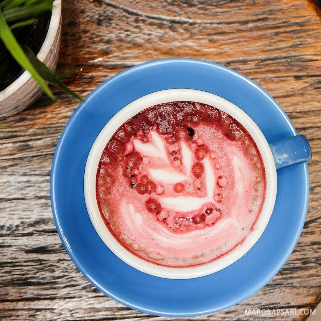 Red Velvet Latte Sekai Koffee
