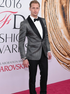 Alexander Skarsgard in a grey and black Tom Ford suit at the 2016 CFDA Fashion Awards