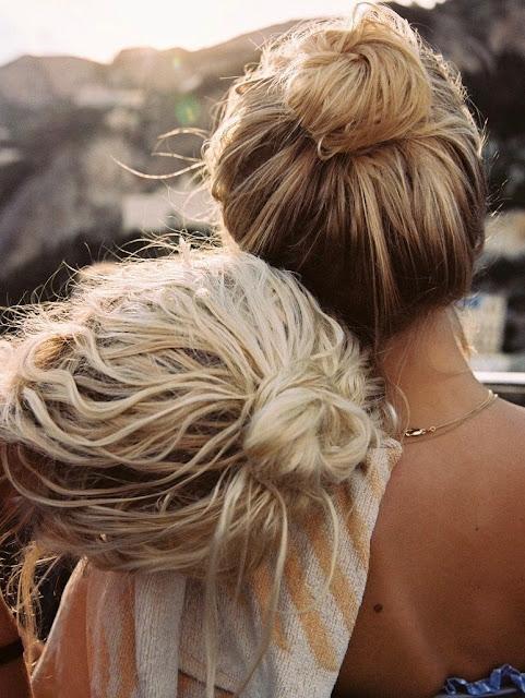 peinado con rodetes altos