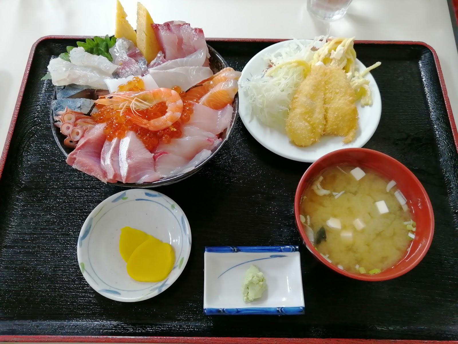 長崎水産食堂の特盛海鮮丼