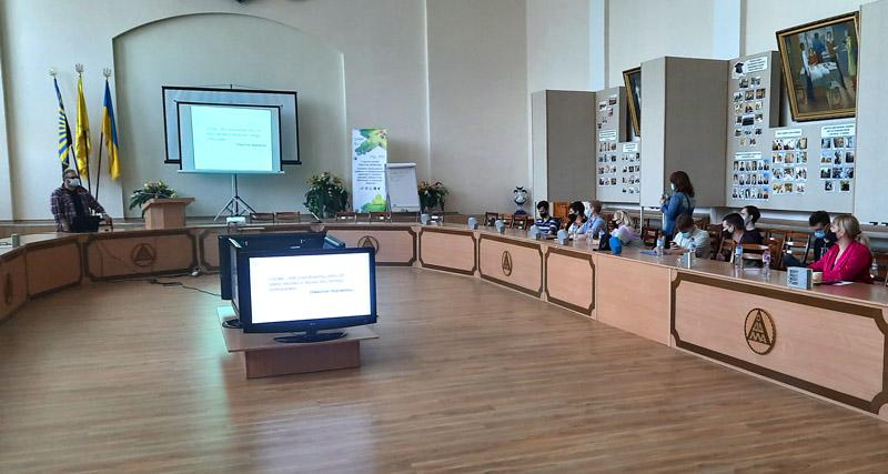 Валерій Пичко читає лекцію у Краматорську