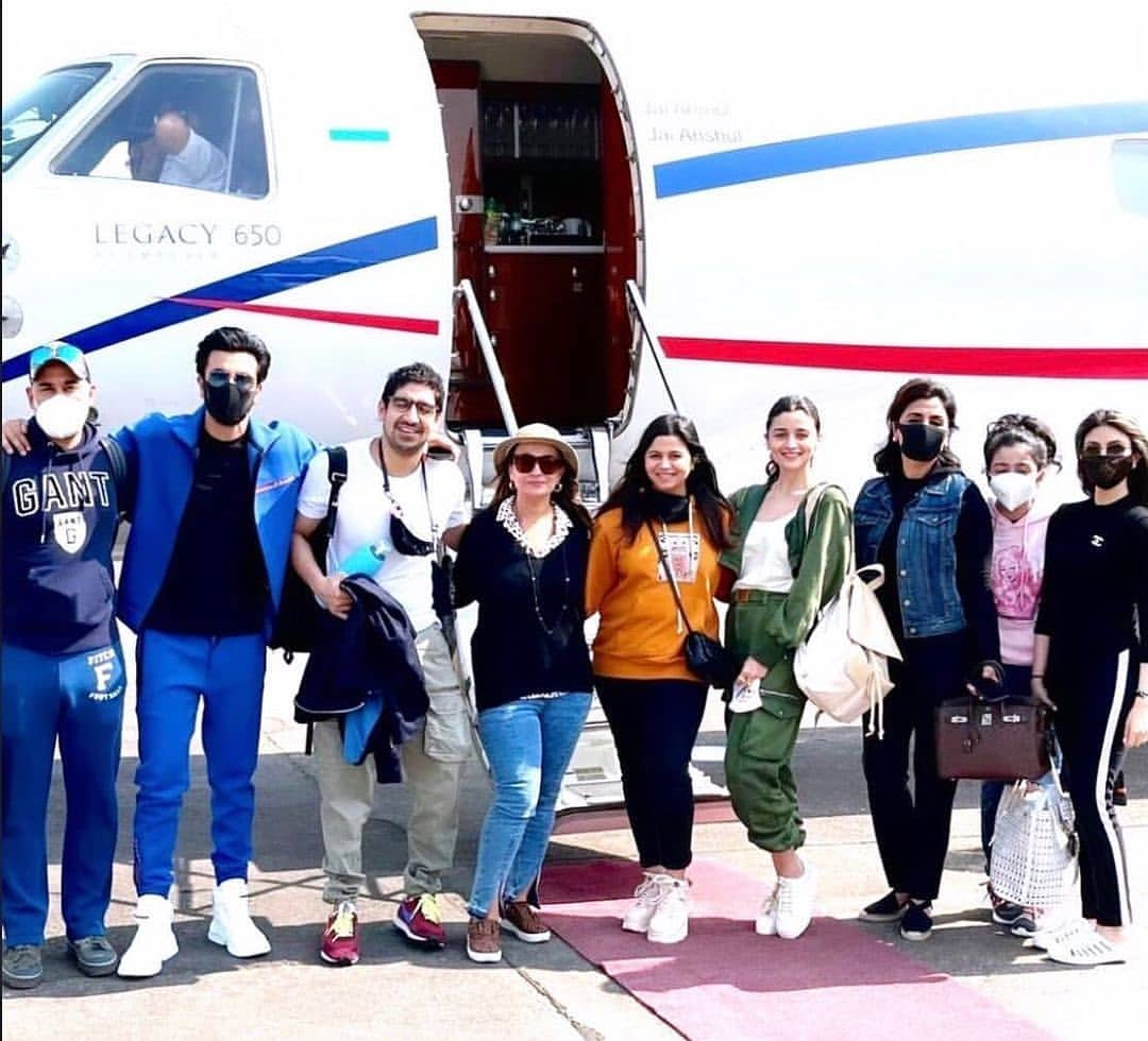 Ranbir-and-Alia's-3-day-Ranthambore-trip-ends-celebrating-New-Year-and-return-with-family