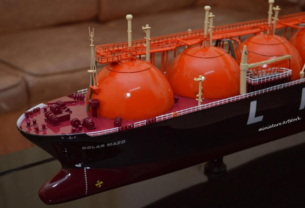foto gambar miniatur kapal liquefied natural gas lng golar mazo terbaru