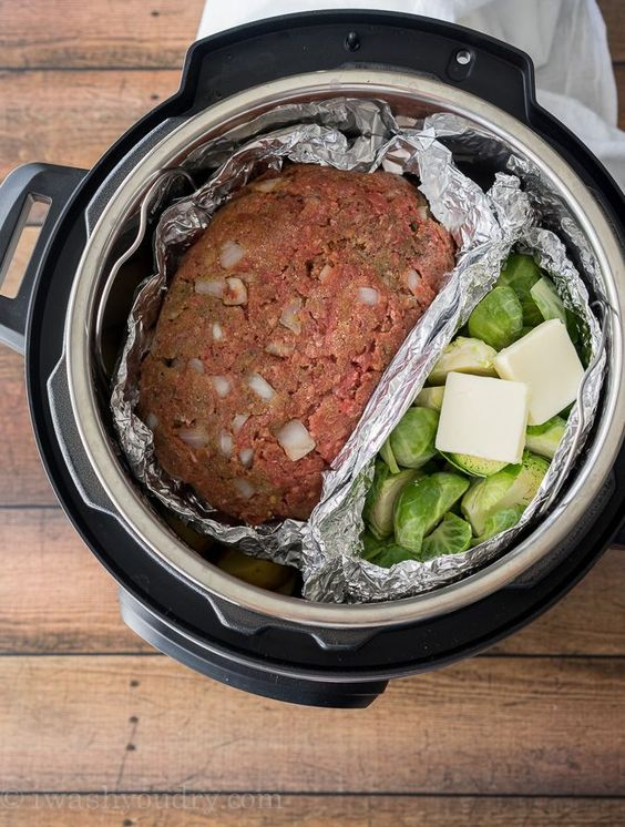 Instant Pot Meatloaf Mashed Potatoes #recipes #dinnerideas #foodideas #foodideasfordinnereasy #food #foodporn #healthy #yummy #instafood #foodie #delicious #dinner #breakfast #dessert #lunch #vegan #cake #eatclean #homemade #diet #healthyfood #cleaneating #foodstagram