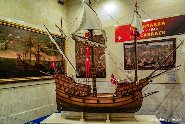 O modelo de uma carraca no  Museu Marítimo de Malta