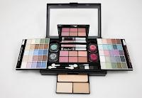 A big eyeshadow palette having various racks