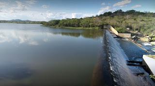 Canoa vira em barragem e três pessoas ficam desaparecidas na Paraíba
