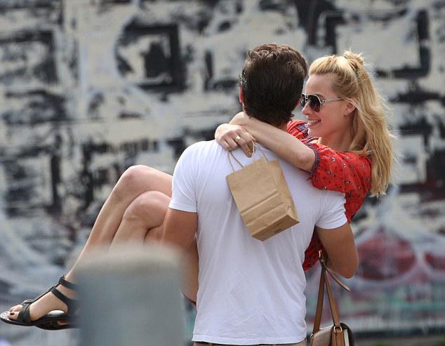 Margot Robbie super spoiled's scrounge the princess hug!