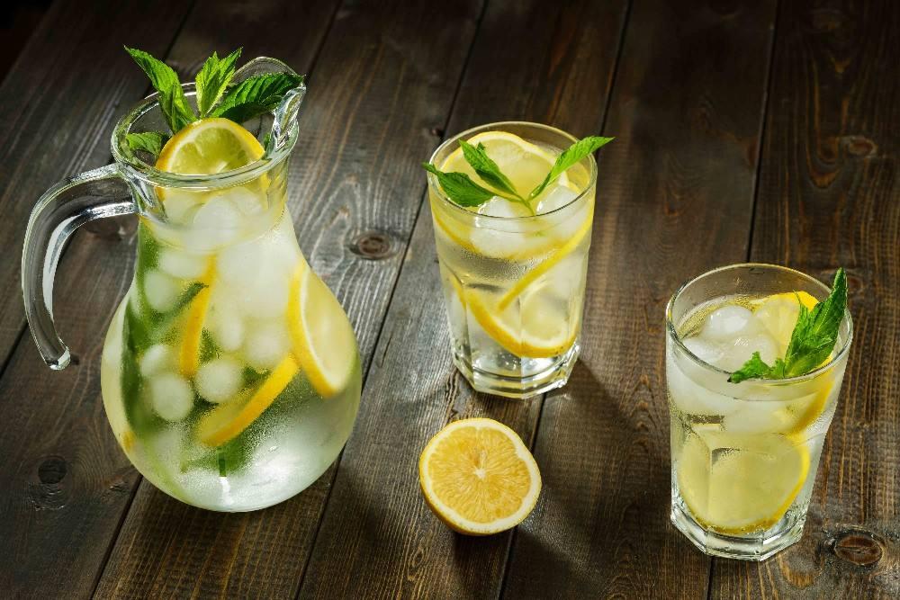 طريقة عمل عصير الليمون بالنعناع وعصير التمر والمشروبات الصيفية