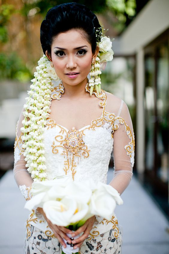 18 Indian Wedding Hairstyles With Jasmine Flowers Bling Sparkle
