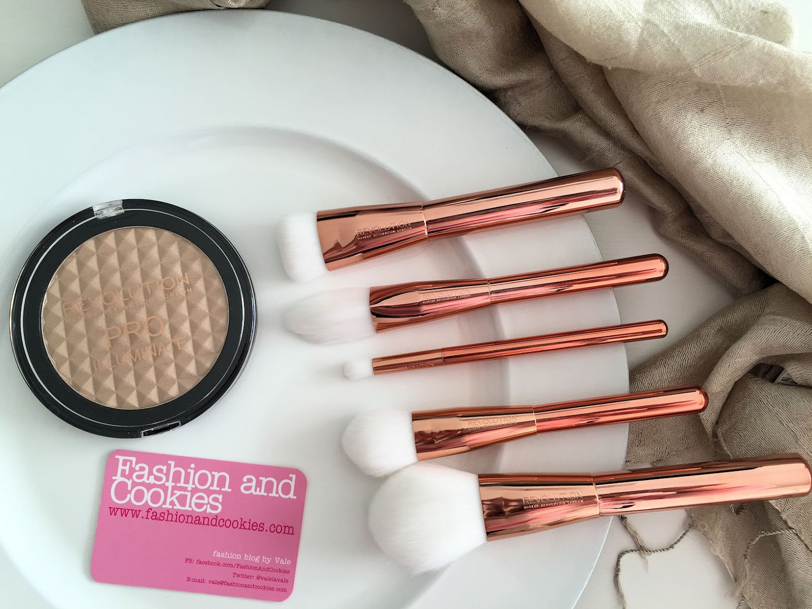 Makeup Revolution Ultra Metals Revolution makeup brushes review on Fashion and Cookies beauty blog, beauty blogger