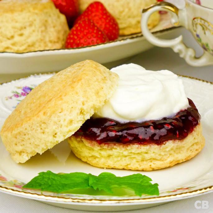 High tea scones met jam en room