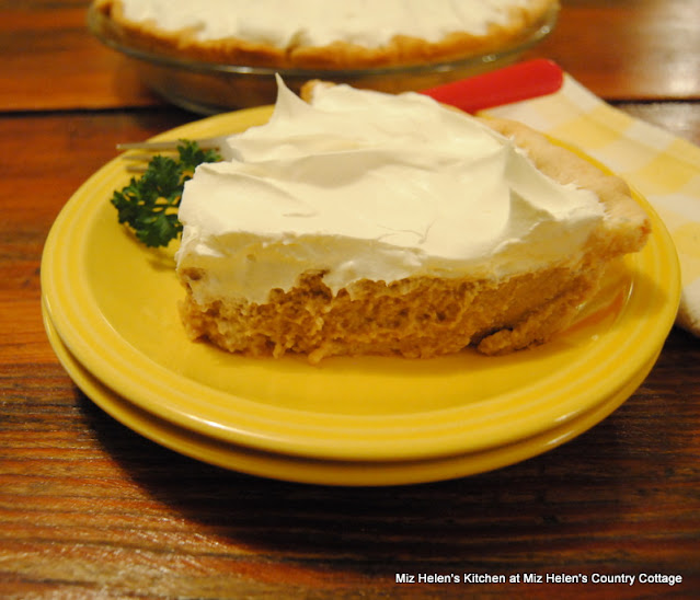 Nana's Maple Pie at Miz Helen's Country Cottage