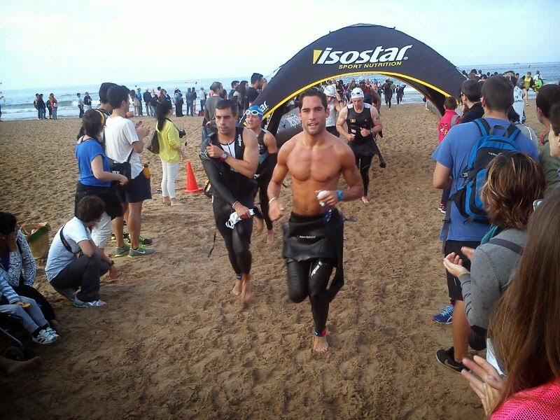 triatleta saliendo del agua foto pitufollow sergio turull