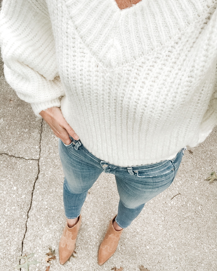 selfie white sweater jeans boots