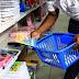 Beneficiário do Bolsa-Família poderá ter cartão de compra de material escolar