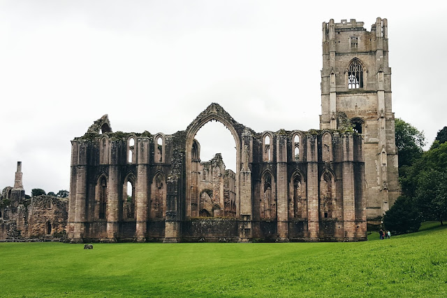 fountains abbey, ripon