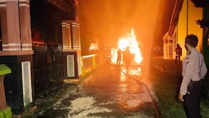 Diduga korsleting, Daihatsu Luxio Hangus Terbakar Di Depan SD Negeri Kasepuhan 07 Batang