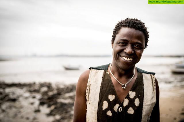 El músico y cantante de Guinea Bissau Kimi Djabaté actúa este viernes en Los Llanos de Aridane dentro del ciclo 'Músicas del Atlántico'
