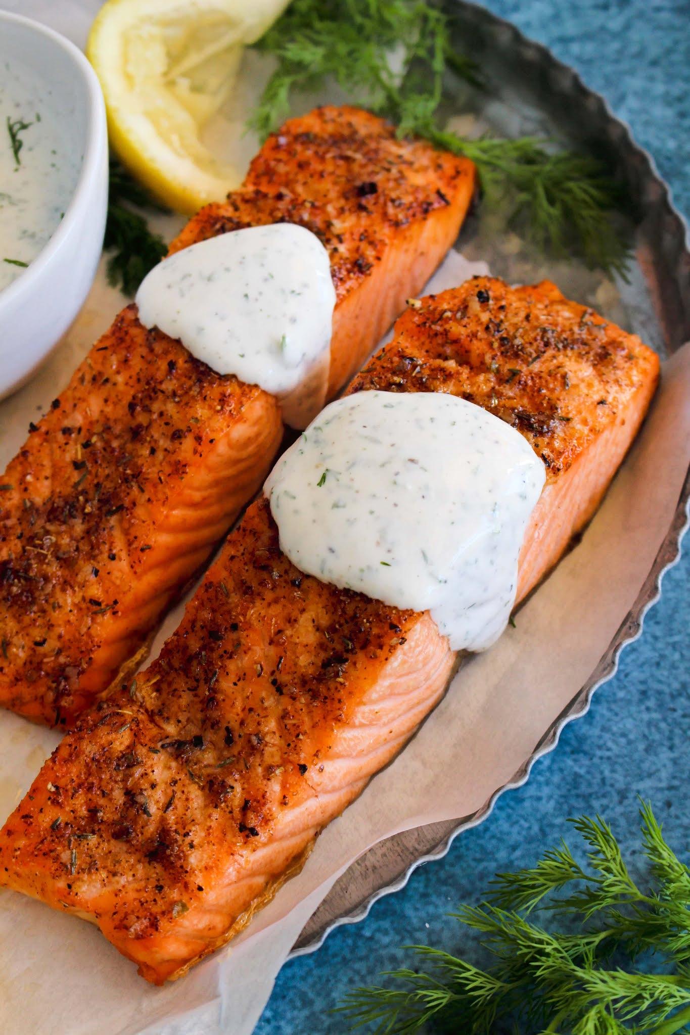 Lemon Dill Yogurt Sauce made with Greek yogurt and fresh dill is the perfect cool, creamy, fresh sauce to serve with your salmon! #salmon #dill #yogurt