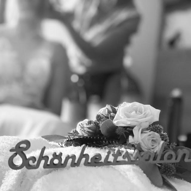 Schönheitssalon, Getting Ready, Lifestyle Hochzeit in den Bergen, Zillertal, Tirol, Alpenwelt-Resort, Navy Blue, Blush, Gold, Hochzeitsplanung 4 wedding & events Uschi Glas, Hochzeitsfotografie Marc Gilsdorf Alpenwedding
