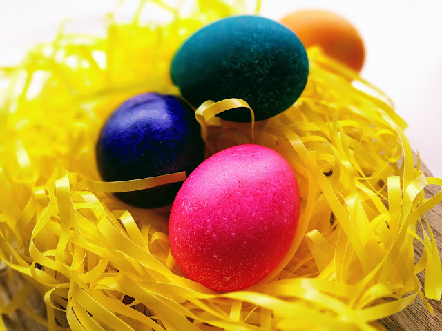rice dyed Easter egg decorating idea for kids