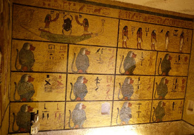 Experts examine new scans of Tutankhamun's tomb