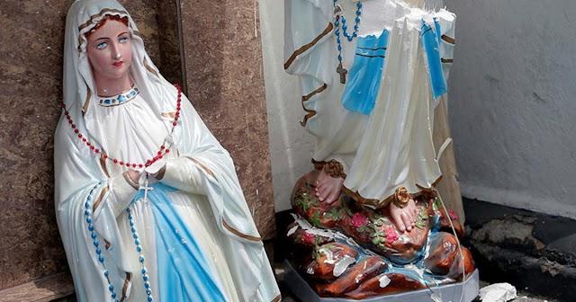 Ez már a gyűlölet nyara – kettévágták a Szűz Mária-szobrot