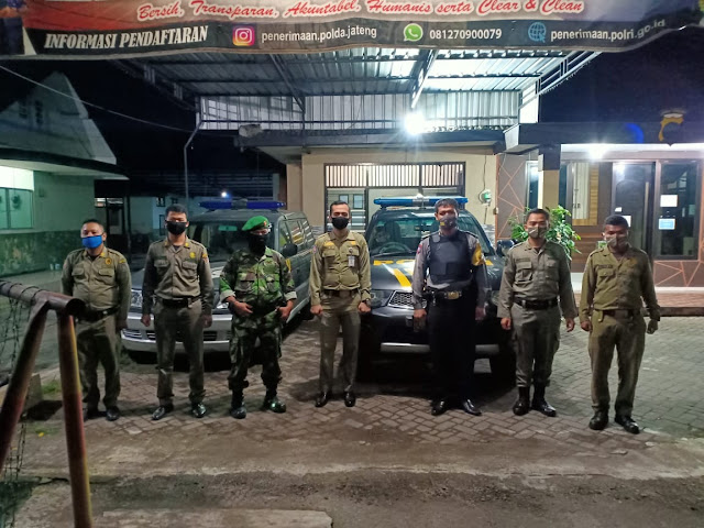 KodimKaranganyar – Wujud Sinergitas TNI-Polri, Babinsa Koramil 01/Karanganyar Patroli Gabungan Bersama Polsek Karanganyar
