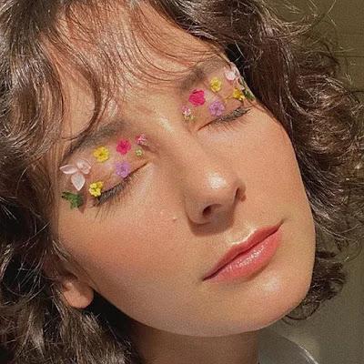 مكياج الجفون الزهرية