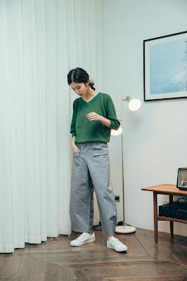 麥田捕手格紋V領縮口針織上衣-初芽綠